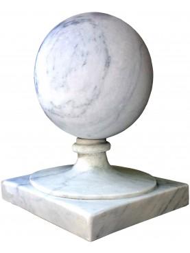 Spheres Ø25cms of Carovana Palace in Piazza dei Cavalieri in Pisa