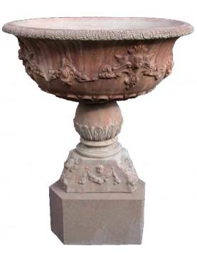 Grande fontana in terracotta con base in pietra