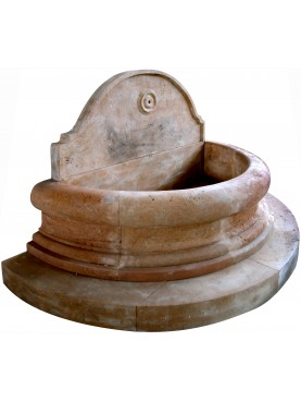 Semi circular fountain