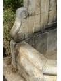 Grande fontana francese in pietra calcarea