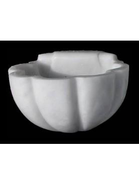 Piccola acquasantiera in marmo
