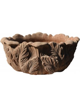 Terracotta pot with achantus leaves