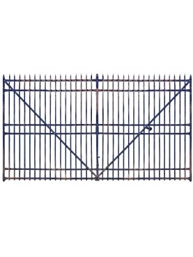 Grande cancello antico in ferro battuto