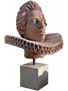 Testa di Cosimo II dei Medici in terracotta con base