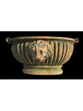 Oval vase with lion