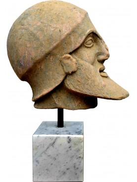 Testa in terracotta del Guerriero morente dei frontoni di Egina