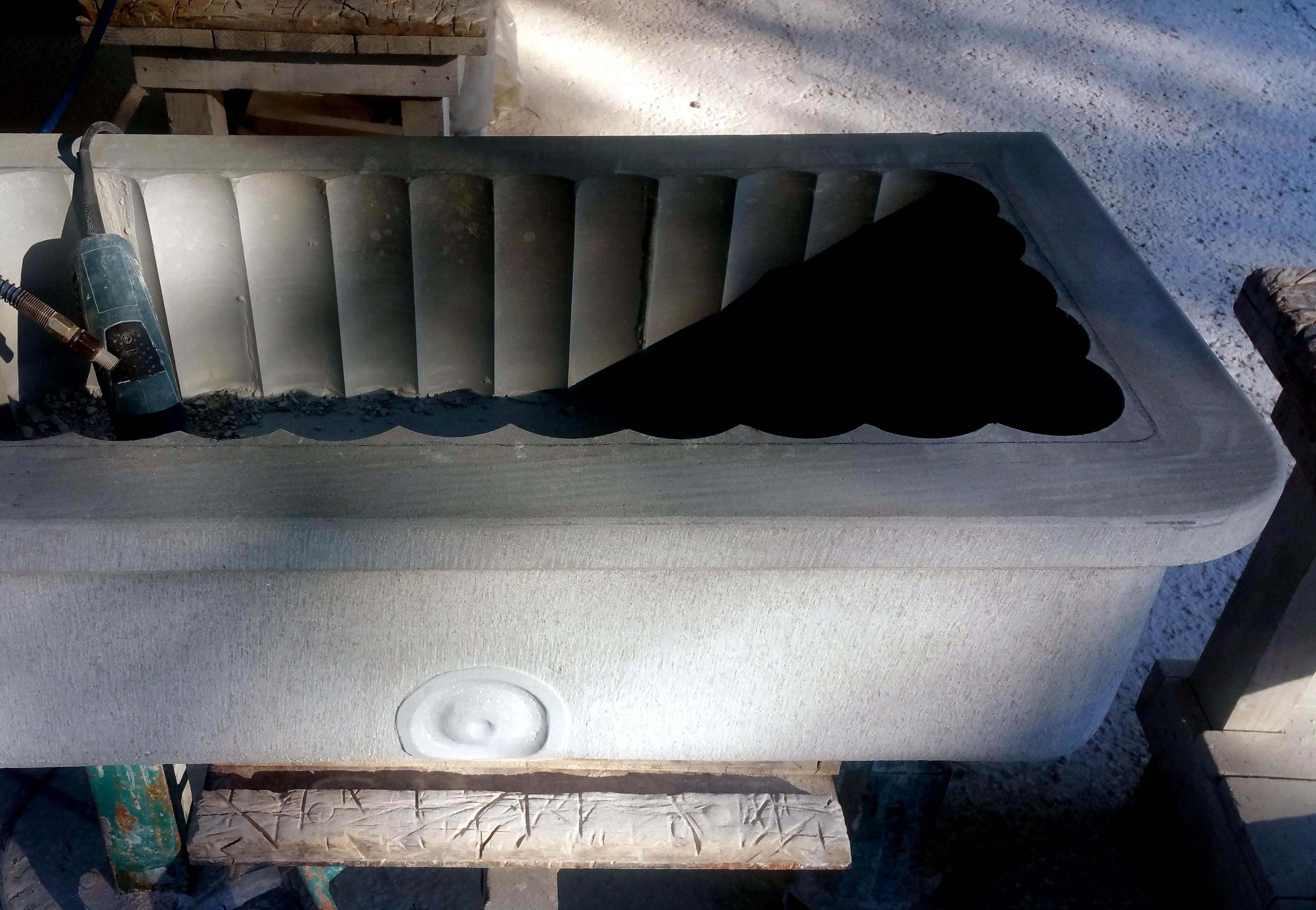 Vasca Giardino Pietra : Riproduzione di grande vasca da giardino pietra arenaria grigia