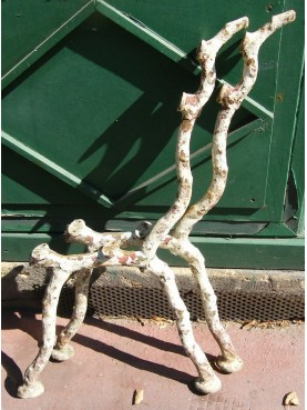 Gambe originali di antica panchina in ghisa