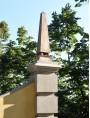 Piramide in terracotta con sfere