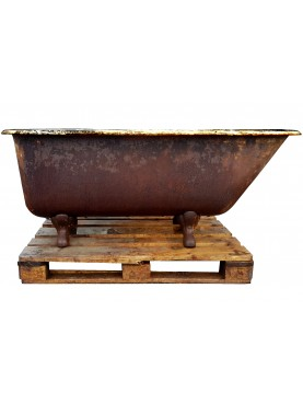 Ancient Cast-iron Bathtube