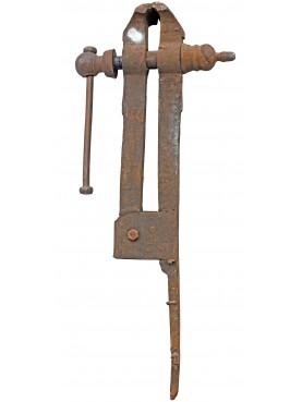 Antica morsa da banco in ghisa e ferro