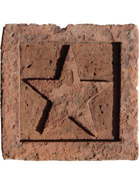 Il Pentacolo scolpito su piastrella antica in terracotta