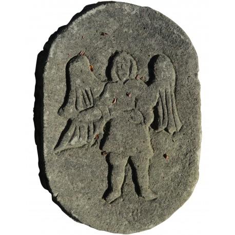 Angelo, Immagine sacra su scudo in pietra