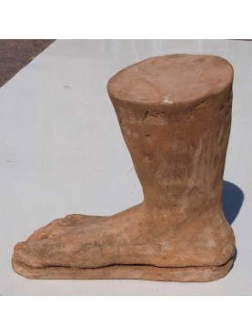 Piede in terracotta