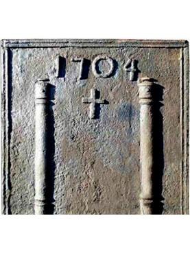 Lastra in ghisa per camino datata 1604 con croce