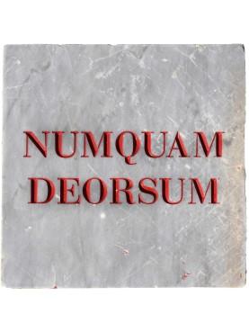 Gabriele D'Annunzio - NUMQUAM DEORSUM - targa in marmo
