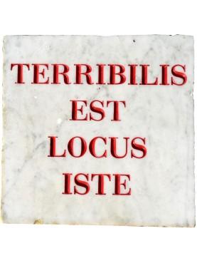Terribilis est locus iste - targa in marmo