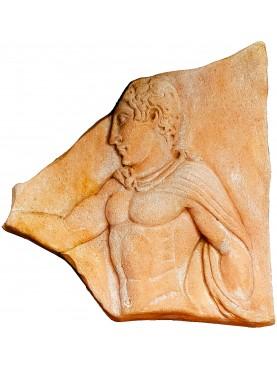 Bassorilievo in terracotta -copia di un frammento del Museo di Villa Giulia a Roma