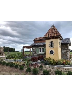 Tegole antiche toscane su un tetto di un cottage in America