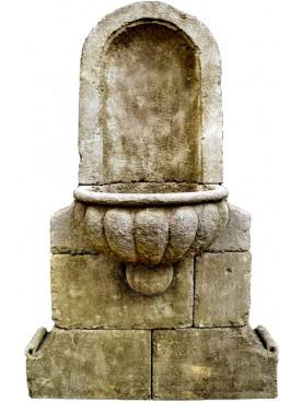 Fontana con bacile baccellato
