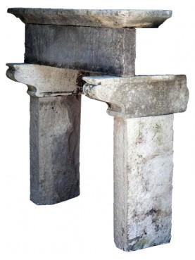 Camino in pietra dell'Appennino toscano con mensole