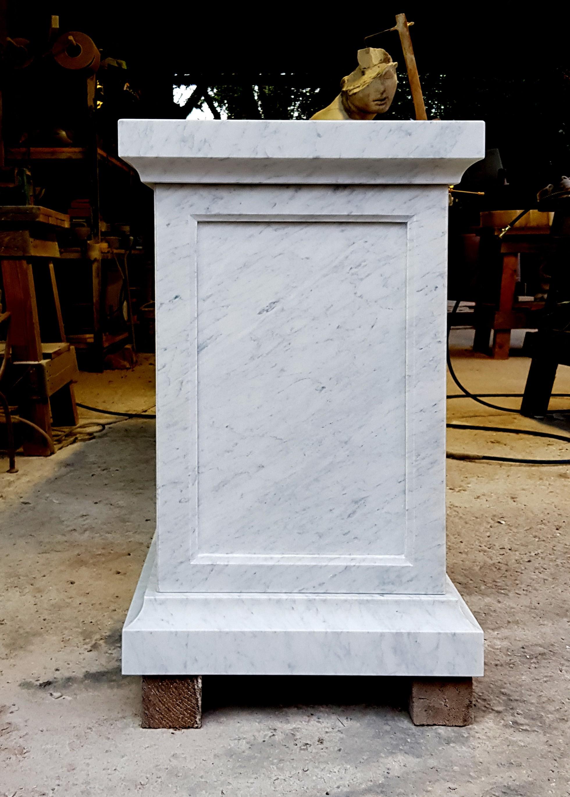Mensole In Marmo Per Termosifoni base h.57cm/45x45cm in marmo bianco di carrara per statue o