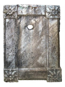 Antico frontale di fontana in marmo