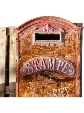 Antica cassetta postale italiana di grandi dimensioni in ghisa