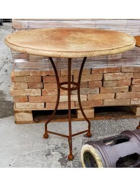 Tavolo piccolo rotondo in ferrobattuto con piano in terracotta