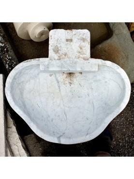 Antico lavandino italiano trilobato in marmo bianco di Carrara