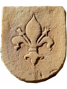 Stemma in pietra con giglio di Mediceo