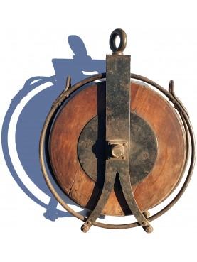 Enorme carrucola in legno e ferro