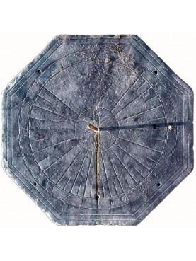 Copia di una meridiana ligure ottogonale in ardesia con rosetta centrale
