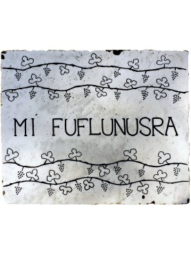MI FUFLUNUSRA - scultura graffita su marmo bianco di Carrara