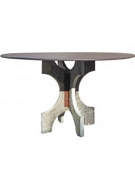 Tavolo in pietra con piano in acciaio