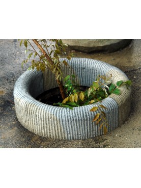 Stone circular flowerbeds with customized Ø