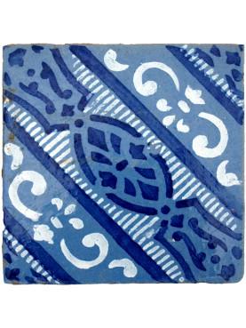 Antica piastrella di maiolica blu cobalto e bianco