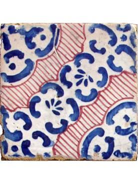 Piastrella di maiolica antica