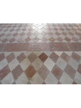 Symmetrical diamond floor in white stone and red marble