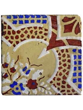 Antica piastrella di maiolica beige, marrone, blu e bianca