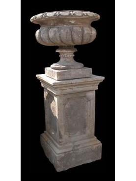 Medici's vase on classic base