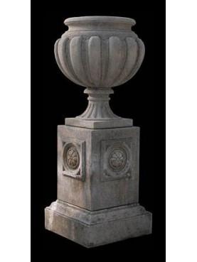 Vaso globoso in pietra