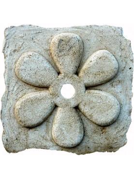 Bocca di fontana a sei petali in pietra