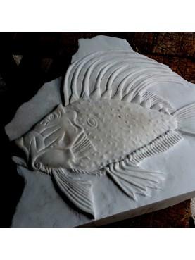 Altorilievo in pietra Pesce San Pietro in marmo statuario