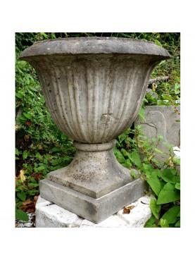Coppia di piccoli vasi in marmo