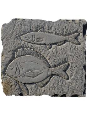 Bassorilievo in arenaria pesci mediterranei