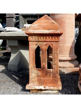 Antico comignolo in terracotta