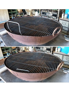 Large iron grill for BBQ flush with the brazier