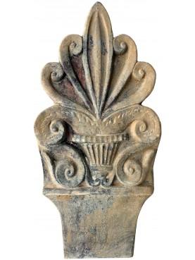 Aiuola in terracotta a forma di antefissa romana