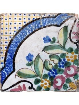 Piastrella fiorata di maiolica antica - mosaico pavimentale